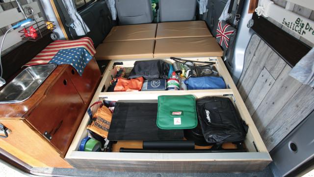 画像2: 軽商用ミニキャブバンに床下収納付きベッドをDIY