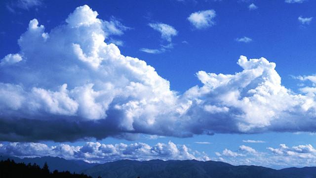 画像: 積雲が成長すると「積乱雲」に。山では危険!