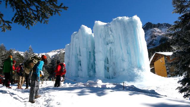 画像2: 高さ約13mの氷壁を登る! スリル満点、アイスクライミングに挑戦!