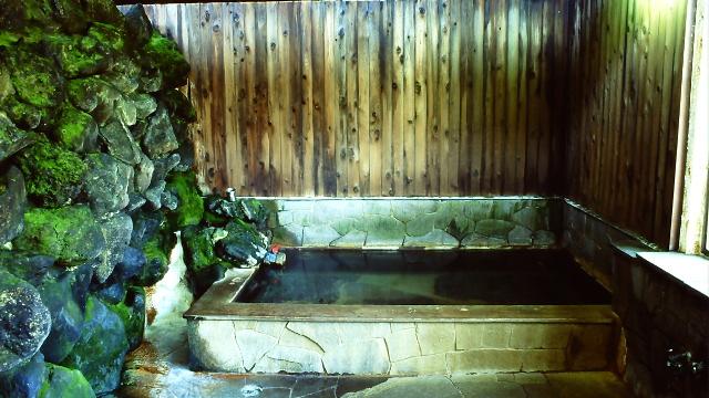 画像: 3 稲子湯(通年営業) 炭酸泉を利用した温泉に癒される