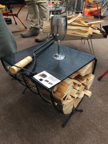 画像: 焚き火で活躍! スタイリッシュで実用的な薪ラック