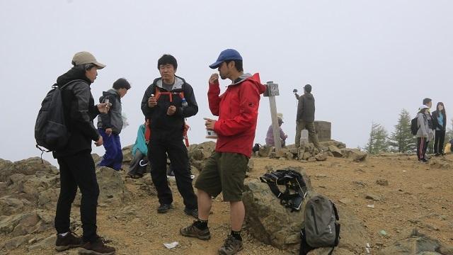 画像15: いざ、入笠山の山頂へ! しかし悪天候で周囲は真っ白……