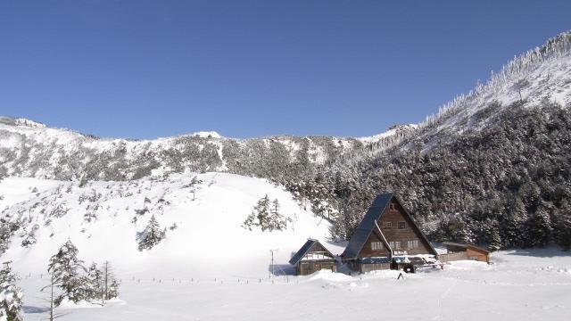 画像: 1 縞枯山荘(通年営業) テレマークスキースクールも開催
