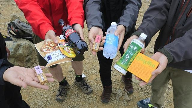 画像14: いざ、入笠山の山頂へ! しかし悪天候で周囲は真っ白……