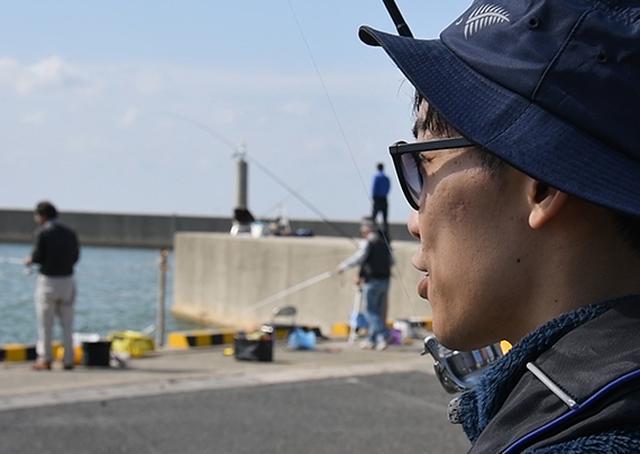 画像: 賑わう釣り場