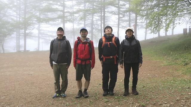 画像1: いざ、入笠山の山頂へ! しかし悪天候で周囲は真っ白……