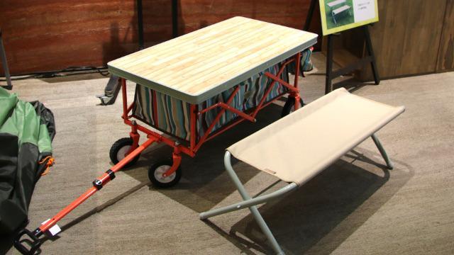 画像: アウトドアキャリーのテーブル化も、ロゴスならこんな感じ!