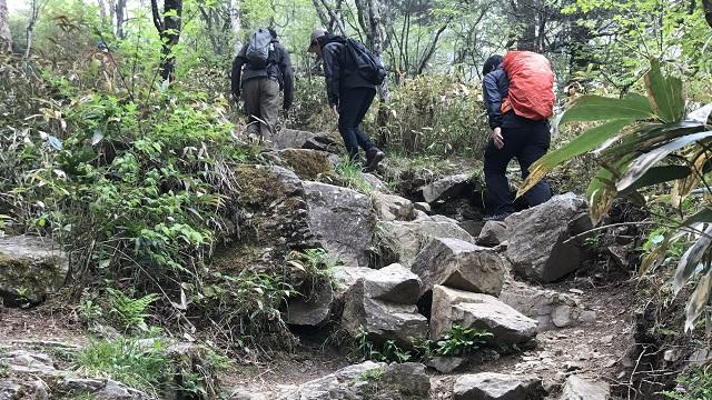 画像8: いざ、入笠山の山頂へ! しかし悪天候で周囲は真っ白……
