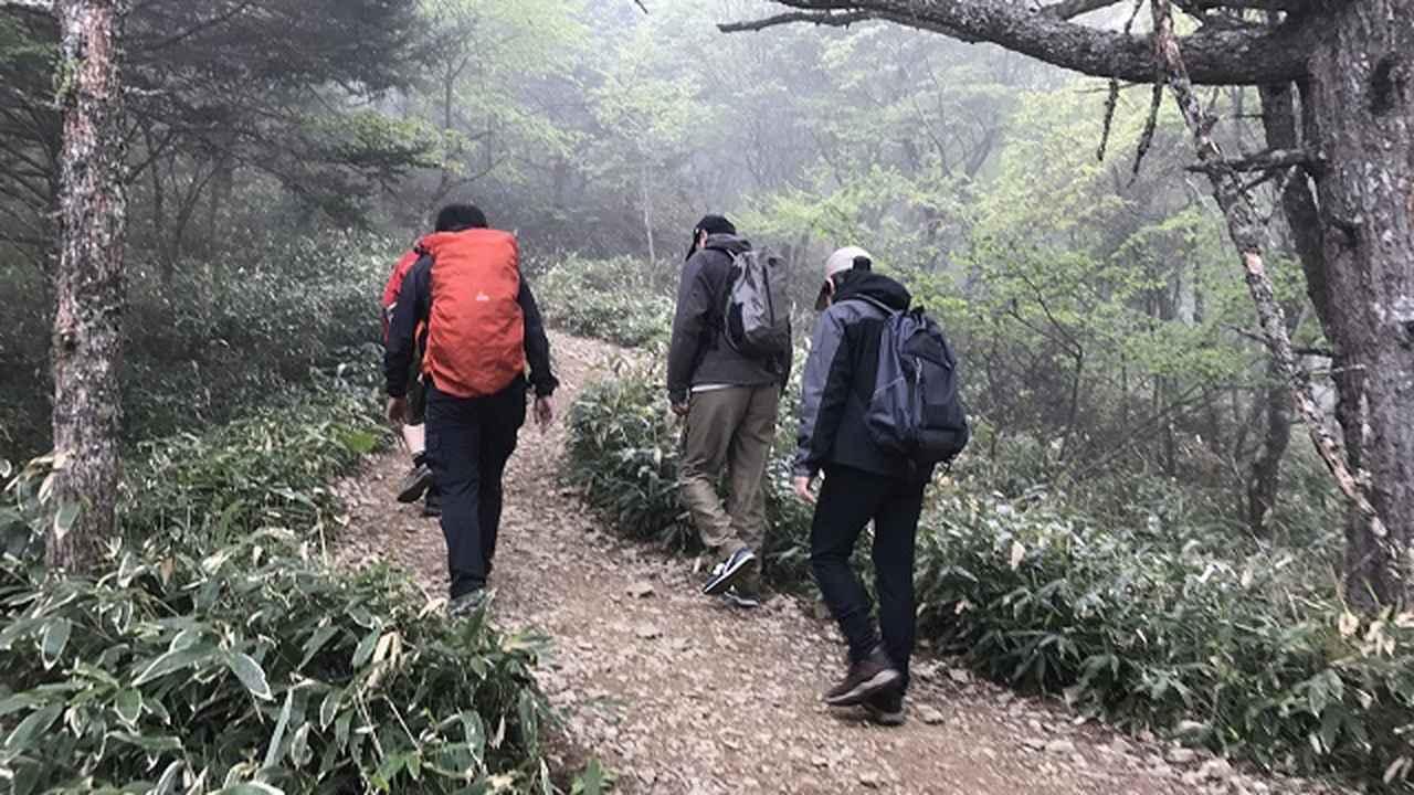 画像6: いざ、入笠山の山頂へ! しかし悪天候で周囲は真っ白……