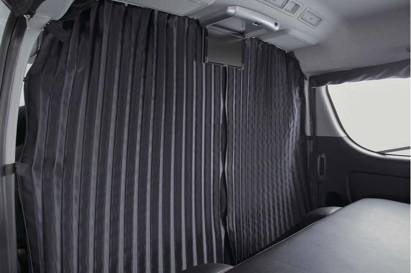 画像: △ フロント窓用のカーテンが少ない