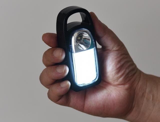 画像: 発光部が奥まった位置にあるため、左右への拡散性はイマイチ