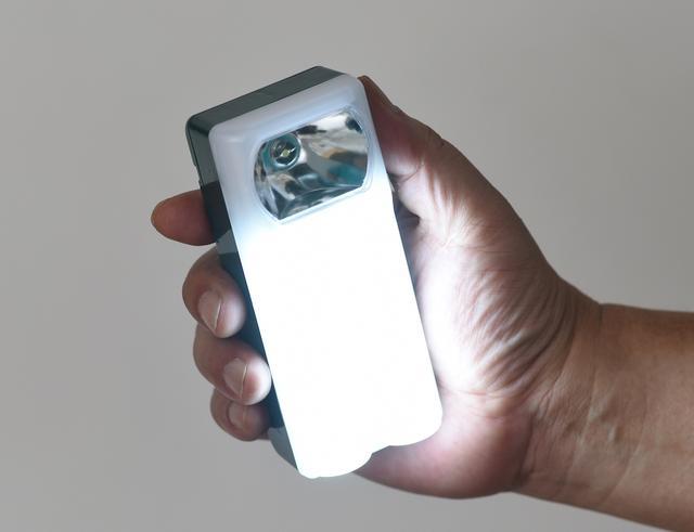 画像: 発光面積が広いため影ができにくく、車内全体を明るく照らせる