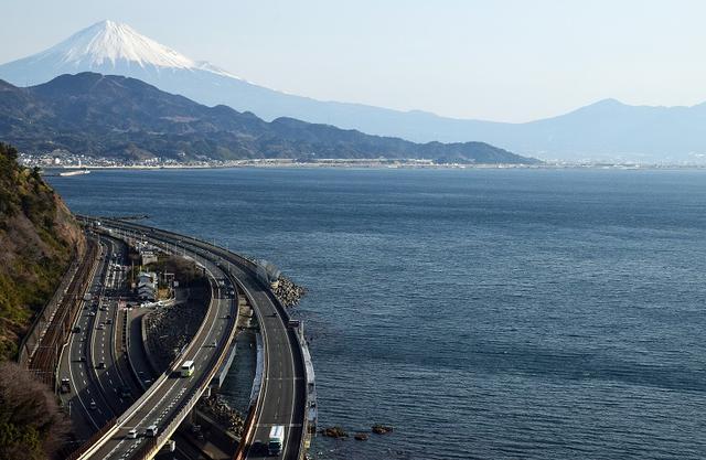 画像: 「東海道五十三次」に描かれた風景が唯一残る、現在の薩埵峠。