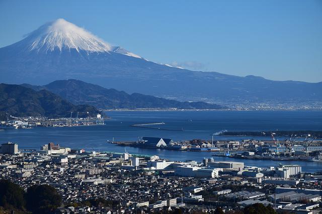 画像: 二代目歌川豊国は、ここから見た構図を名勝八景「三保落雁」に描いている。