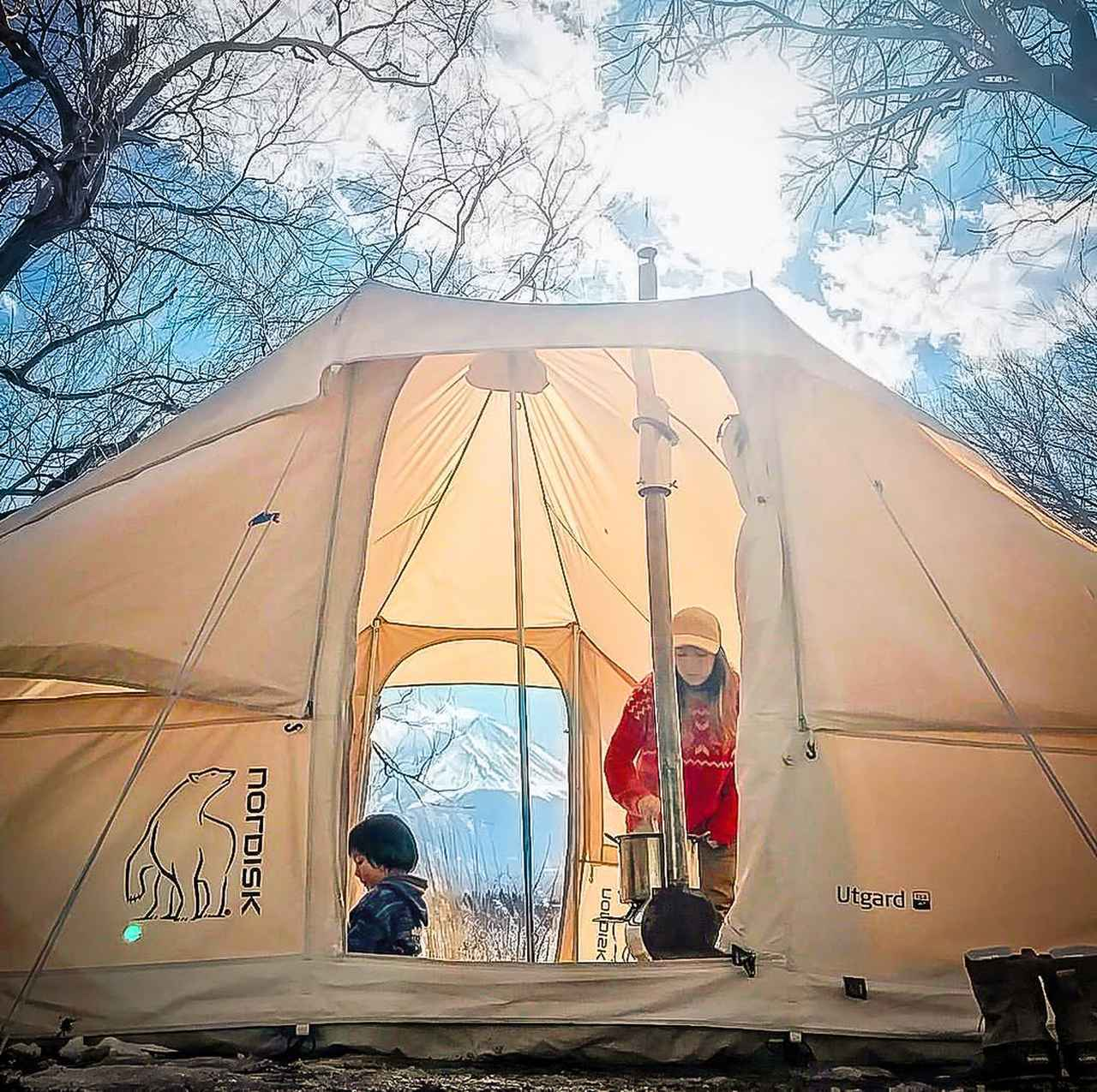 画像: いつものテント泊はこんな感じ。薪ストーブのおかげで暖かい。