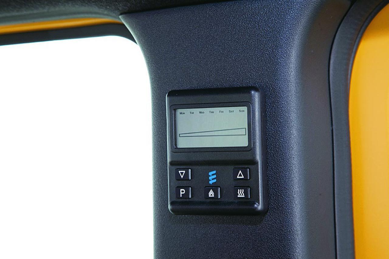 画像: ホットパッケージにはサブバッテリーと走行充電システムを搭載。