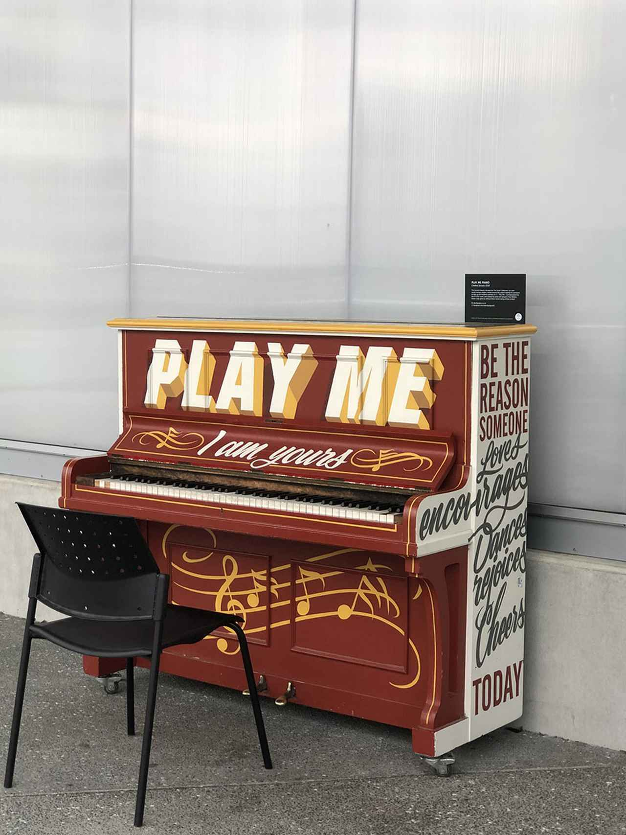 画像: ニュージーランドでは、高さが150cmぐらいの小さなアップライト・ピアノを何度も見かけた。めちゃくちゃ古そうなやつも、安価で売っていた。持ちかえるには大きすぎだ。僕もこんなサイズのピアノが欲しい。
