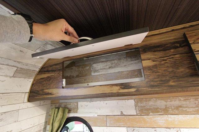 画像: カウンター上部のオーバーヘッドキャビネットはあると便利なオプション装備。