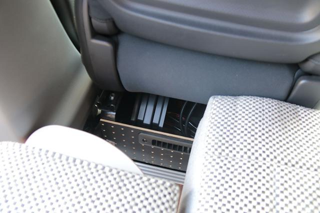 画像: サブバッテリーを装備する車中泊カーの、伝家の宝刀といえばFFヒーター。