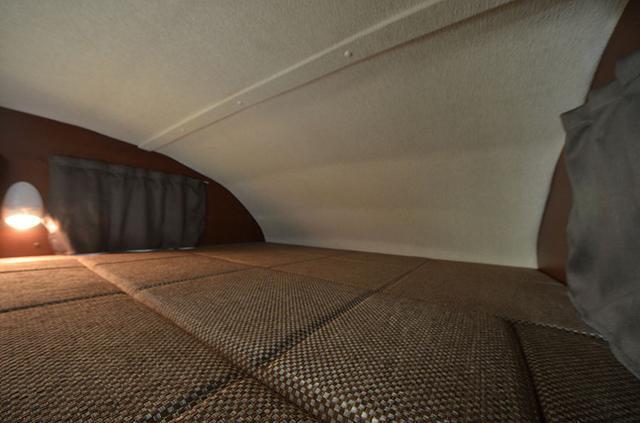 画像: バンクベッドも装備。