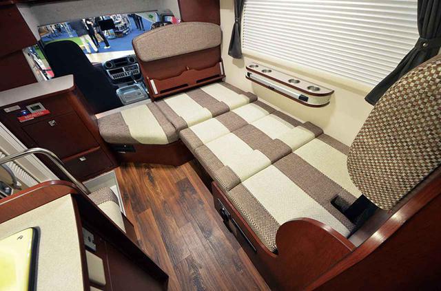 画像: ダイネットスペースでもベッド展開が可能だ。