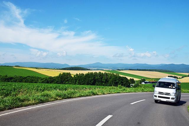 画像: 北海道の車中泊旅で走りたい、パッチワークの路。