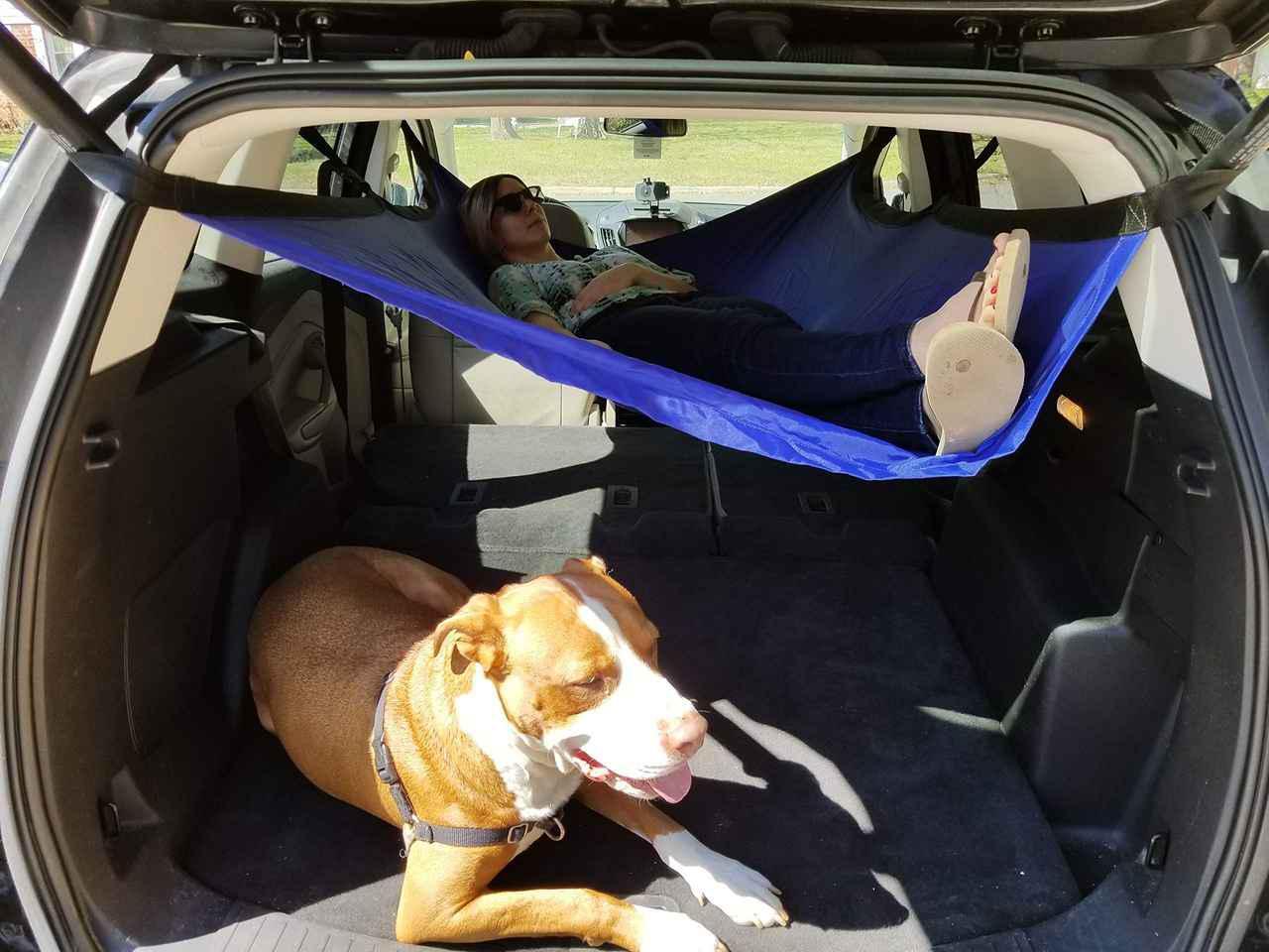 画像: 車中泊雑誌『カーネル』46号の巻頭特集は夏の暑さ対策。車中泊便利グッズも紹介。