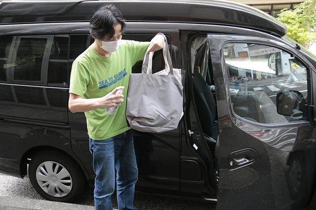 画像: 車内に持ち込むバッグや荷物も除菌しよう。