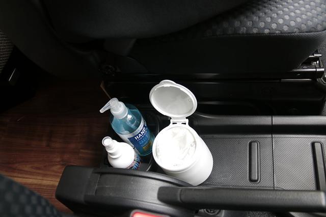画像: 車内に除菌アイテムを常備しよう。
