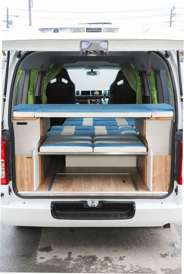 画像: マットを家具に載せれば、上段ベッドになる。物を載せるスペースとしても使える。