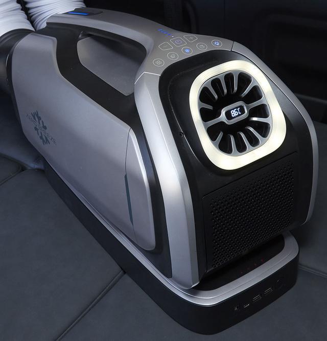 画像: 夏の車中泊におすすめのコイズミ ゼロブリーズマーク2 。
