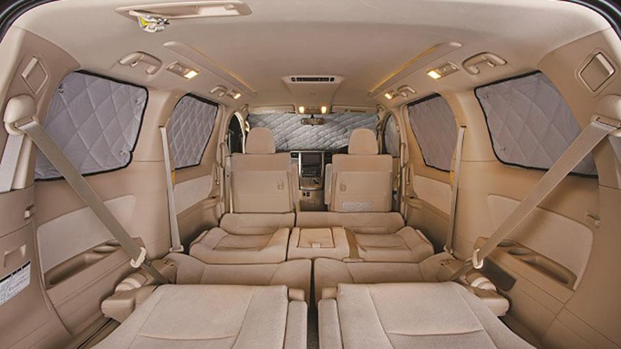 画像: シェードやカーテンは車中泊旅の必須アイテム。
