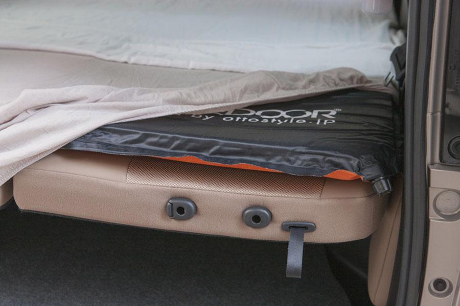 画像1: ベッドメイキング③ シーツを被せてベッド完成!