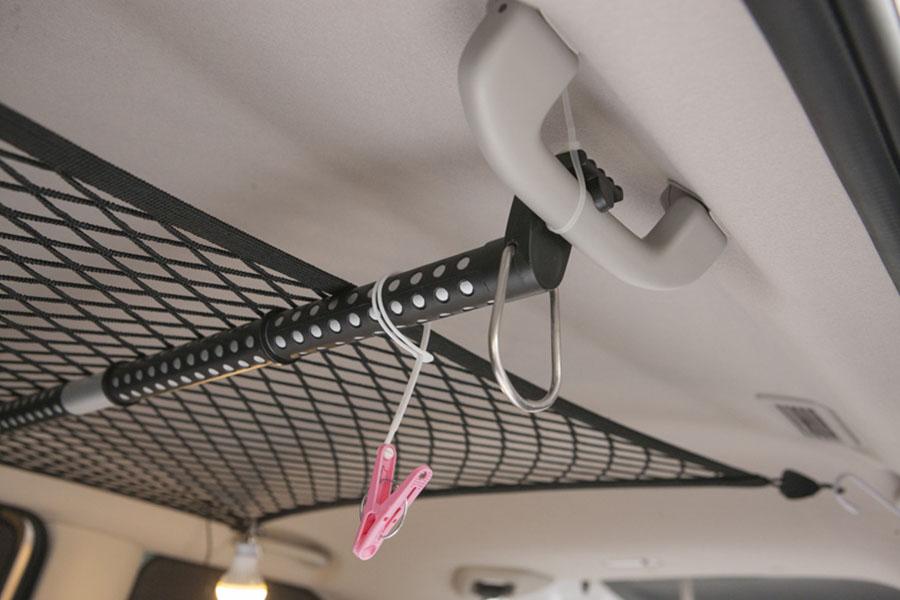 画像2: 天井部には収納ネットを装着