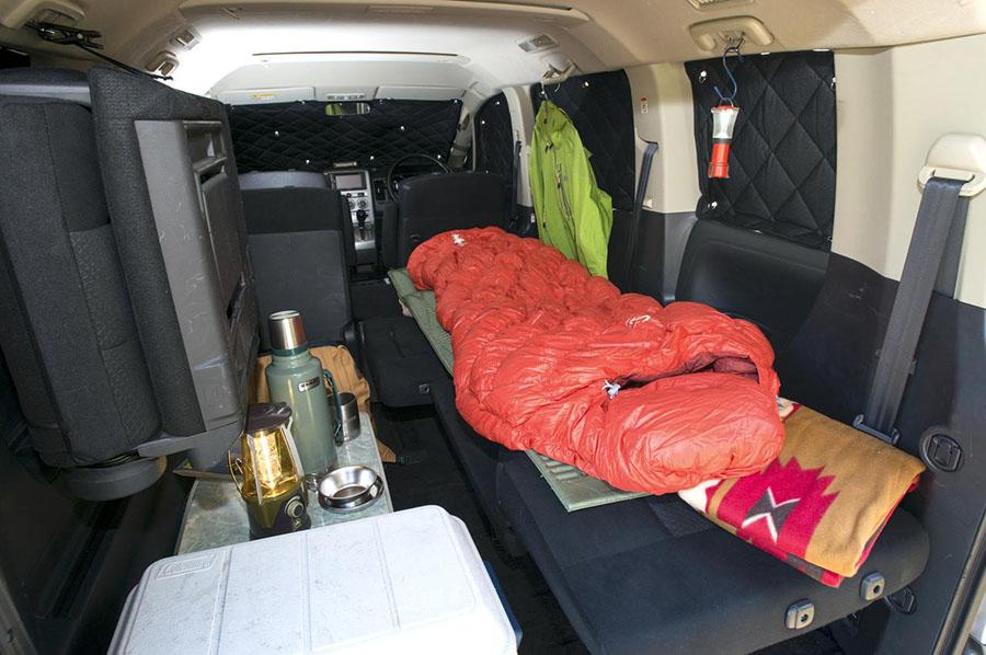 画像: 車中泊の必需品を紹介していこう。
