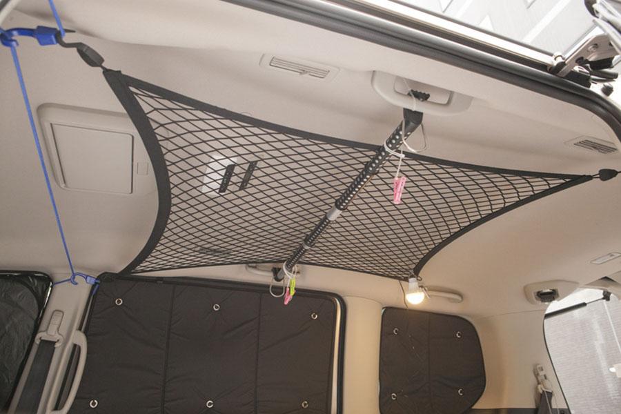 画像1: 天井部には収納ネットを装着