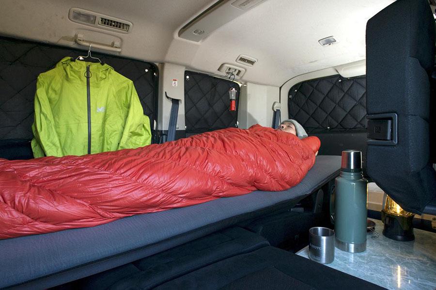 画像: 車中泊の必需品3 季節に合った寝袋