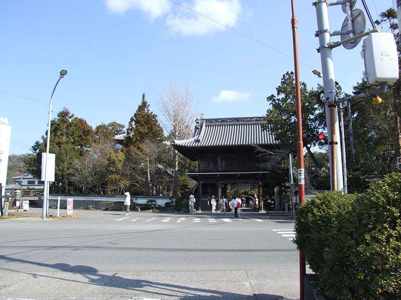 画像: 1番札所 霊山寺/八十八カ所のなかで、最初に訪れた霊山時。風格のある仁王門がお遍路たちを迎えてくれる。