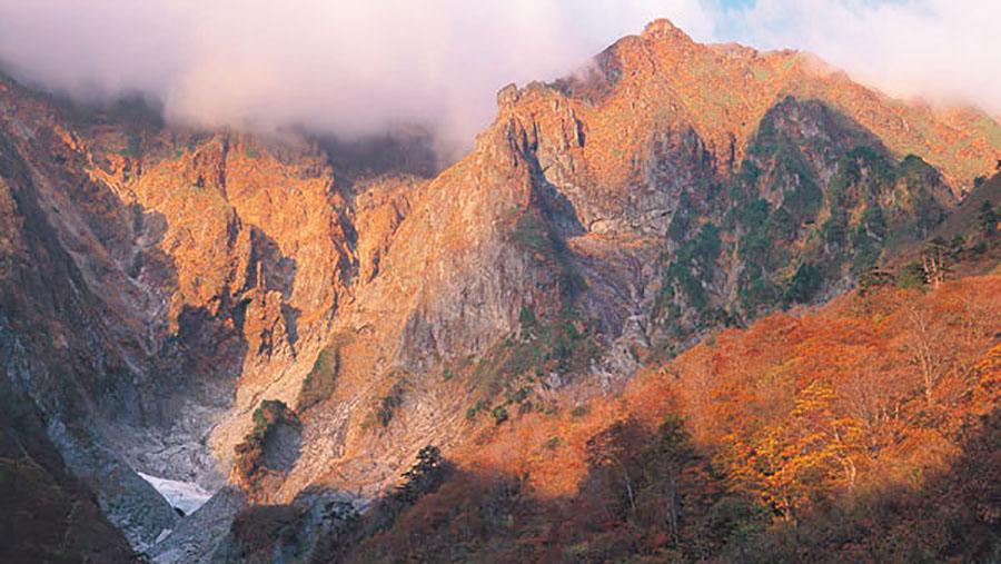 画像: 秋の一の倉沢は格別! 谷川連峰/谷川岳&水上温泉
