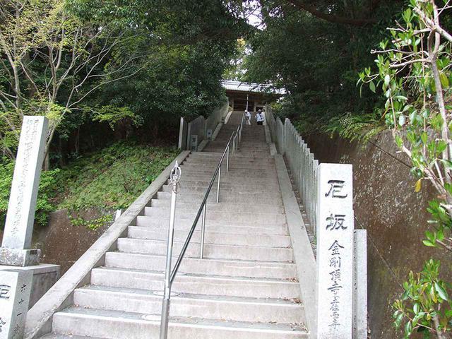 画像: 26番札所 金剛頂寺/長く続く階段。