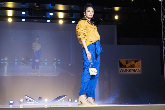画像: フード付きで前立てが取り外し可能な「裏アルミMA-1タイプジャンパー」(2900円)。「綿混腰伸ツナギ服」(1900円)を合わせるのはワークマンならでは⁉