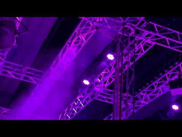 画像: ワークマン過酷ファッションショー2020 youtu.be