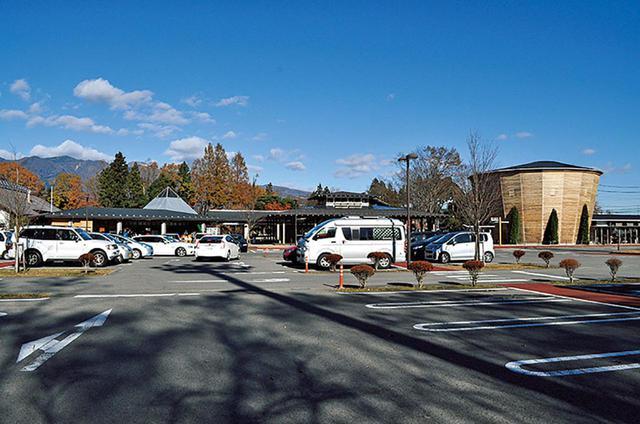画像: 道の駅 那須高原友愛の森。フラットで広い駐車場は車中泊に好適だ。