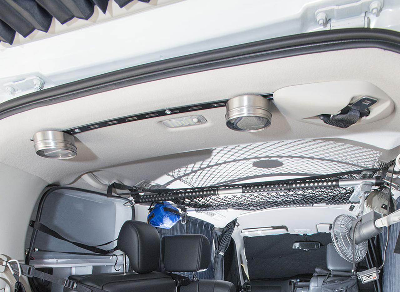 画像: 【天井】スチールバー設置で小物収納