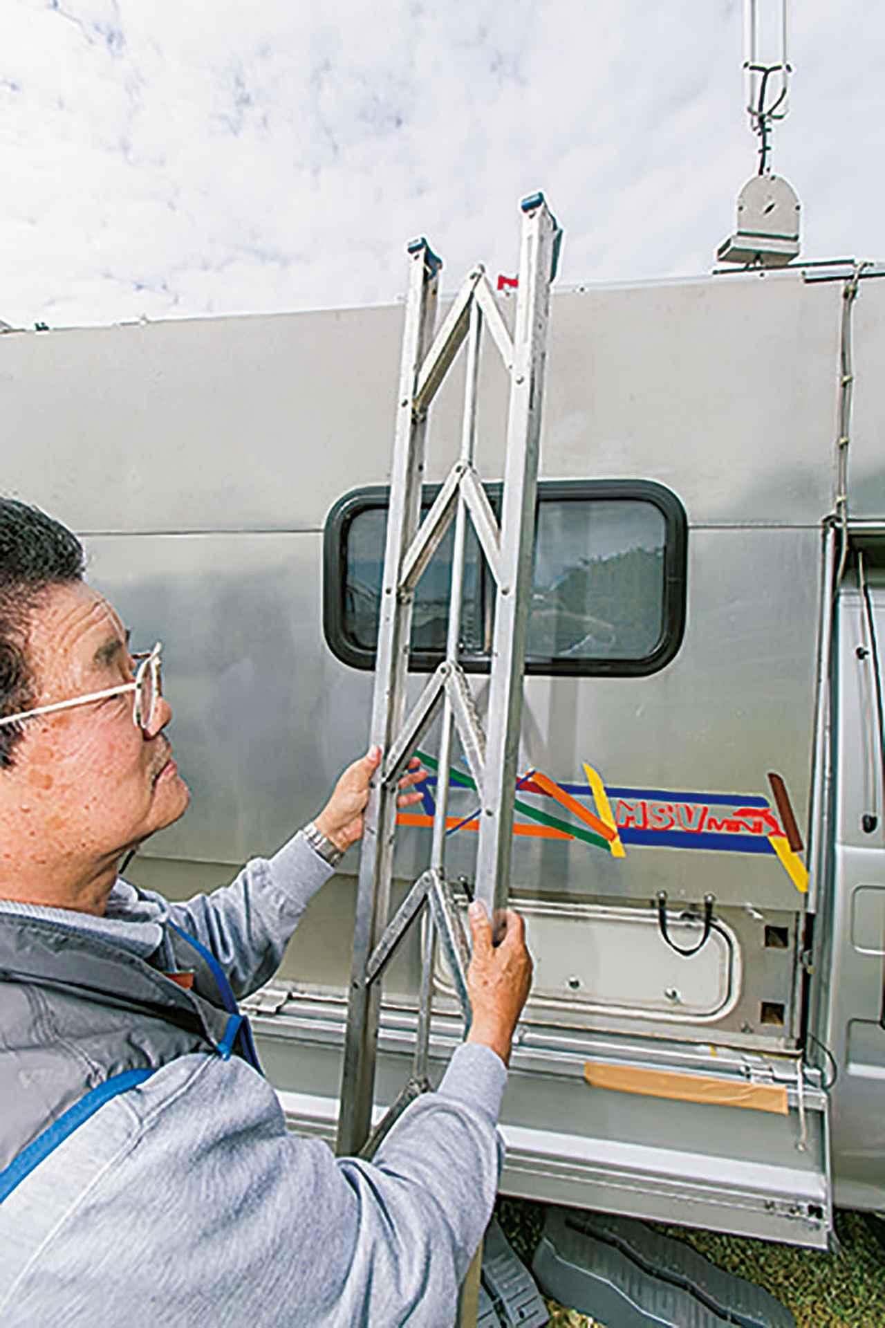 画像6: 収納式のラダーやステップも便利