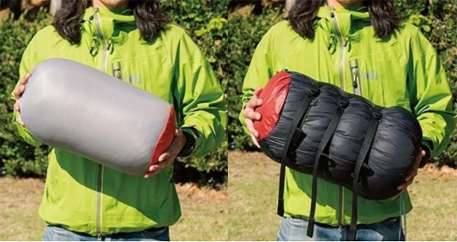 画像: 左がダウンハガー。右のバロウバッグより収納サイズが小さく、軽量。バロウバッグは収納袋にベルトが付属し、収納時に圧縮できる。