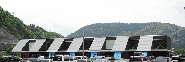 画像: 道の駅なぶら土佐佐賀(高知 ㉒) 仮眠環境 ◎ 2016年4月オープンの新しい施設。木の香りが漂うきれいなトイレで、深夜でも明るい照明が安心。写真/アラツク