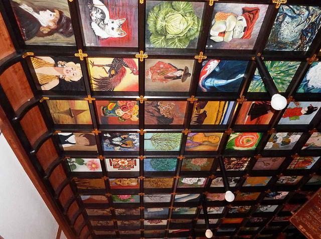 画像: 岩本寺の本堂にある天井画。仏画はもちろん、鯉や牛、それに鳥などの動物のほか花や風景画も数多く描かれている。ユニークなのが往年の映画女優、マリリン・モンローの画まであるのだ!