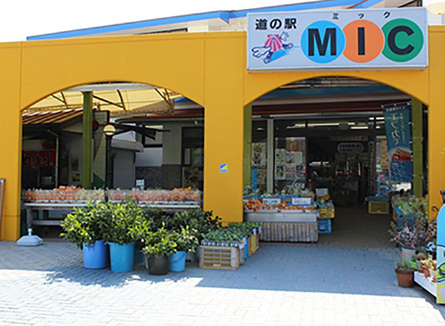 画像: 道の駅みしょうMIC(愛媛⑨) 仮眠環境 △ 店頭には魚の加工品や惣菜も豊富に販売。トイレはきれいに清掃されていて気持ちがいい。ただし国道56号沿いに面しているだけあり、深夜でも交通量が多い。写真/道の駅みしょうMIC