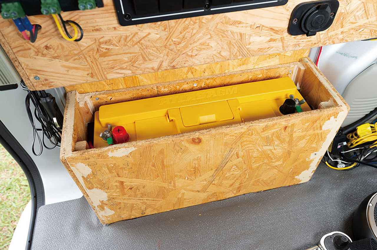 画像2: 細長いサイズのバッテリー